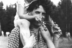 11Александр Тихомиров с дочерью Анной. 1952