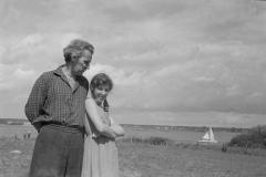 18А.Д.Тихомиров с дочерью Анной. Троицкое. 1962