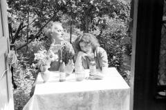 24А.Д. Тихомиров с дочерью Анной. Съемная дача в поселке на Химкинском водохранилище, 1967