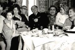 26У Пинхасовичей. Слева направо Н.А. Виноградова, А.Д. Тихомиров. Б.А. Пинхасович. 1960-е